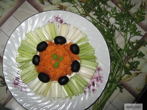 Салата с праз, моркови и маслини