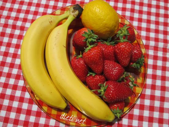 Банани, ягоди и лимон