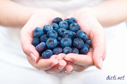 Синя, черна, блатна, червена боровинка - суперхрани за организма