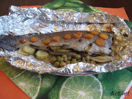 Пъстърва със зеленчуци