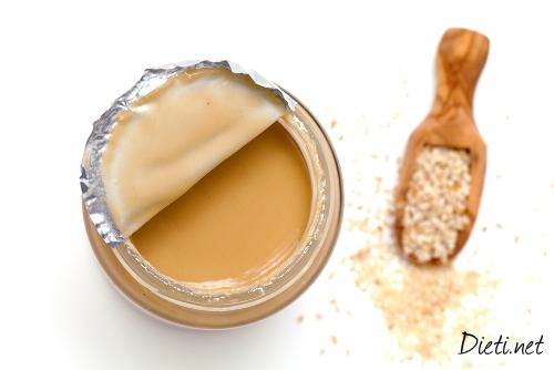 Сусамов тахан с пчелен мед
