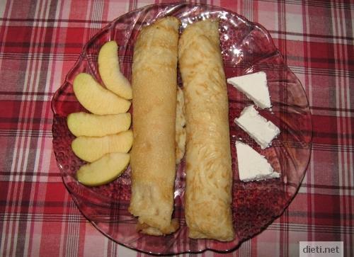 Палачинки с ябълки и сирене